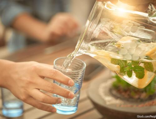 Wasser trinken: Warum es für uns so wichtig ist